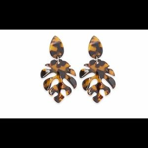 Jewelry - Tortoise shell leaf earrings